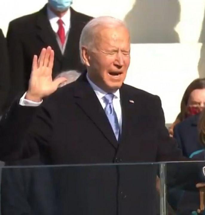 78-летний Джозеф Робинетт Байден , он же Sleepy Joe, он же Dementia Joe, вступил в должность президента Соединённых Штатов Америки.
