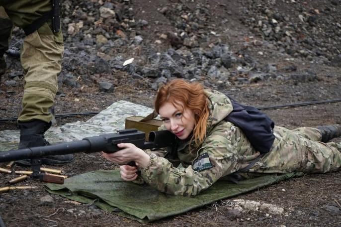Утром 9 июля скончалась военкор Катя Катина (Екатерина Анатольевна Василенко) , известная всему Донбассу как `Рыжая с камерой` .