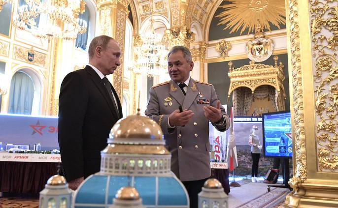 Владимир Путин осмотрел проект храмового комплекса вПодмосковье
