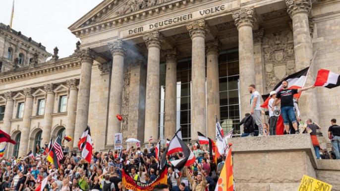 В минувшую субботу в Берлине произошла попытка штурма Рейхстага. Ну и вообще, наиболее крупная протестная акция за последнее время. Зрелище живописное. Пестрота несусветная.