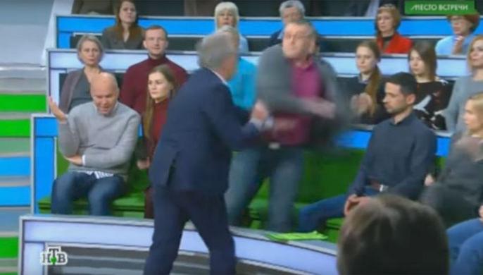 Украинский политолог прокомментировал свою драку стелеведущим
