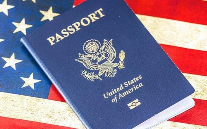 Госсекретарь США Энтони Блинкен выступил с торжественным заявлением о введении в ближайшем будущем третьего гендера `X` в американских паспортах. По его словам, данный шаг гарантирует равные права для ЛГБТ-сообщества (доселе, чтобы указать в паспорте пол, отличающийся от занесённого в свидетельство о рождении, гражданам США требовался сертификат от врача).
