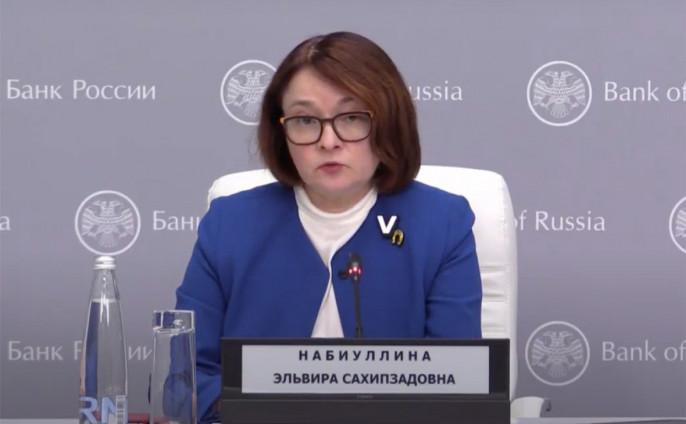 Эльвира Сахипзадовна Набиуллина в молодости свято верила в идеалы коммунизма и первой на курсе была принята в КПСС (1985).