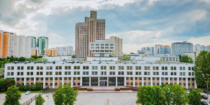 Российская академия народного хозяйства и государственной службы при Президенте Российской Федерации (РАНХиГС, Президентская академия) занимается подготовкой и переподготовкой специалистов высшего управленческого уровня. Это крупнейший в России и Европе университет гуманитарного и социально-экономического профиля, насчитывающий более 55 филиалов.