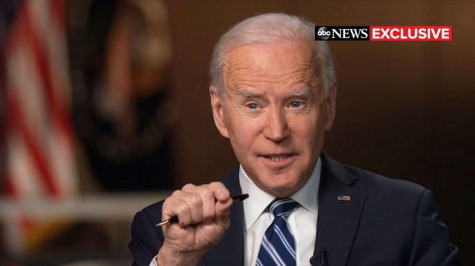 Деменционный президент США Джо Байден в интервью телеканалу ABC News рассказал, что во время телефонного разговора в конце января предупреждал Владимира Путина об ответственности за некое `вмешательство`.