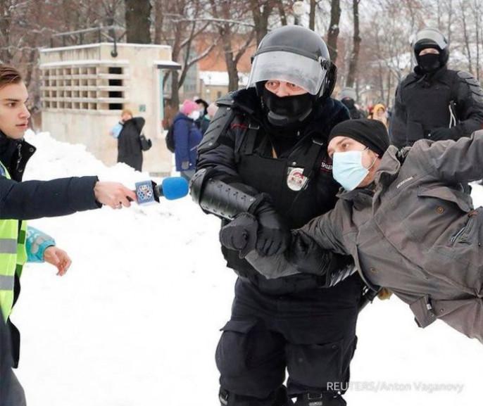 31 января возобновились незаконные акции в поддержку Алексея Навального. Либералы-фантасты, помнится, обещали сотни и сотни тысяч протестующих. Однако борцунов в разы меньше, чем 23 января .