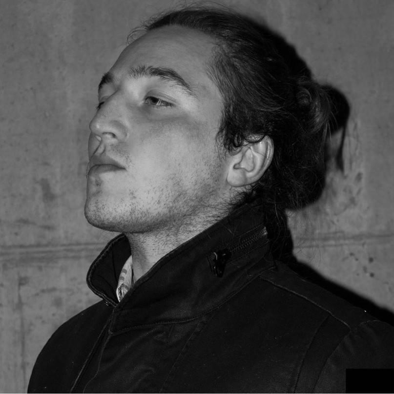 `Коммерсантъ` : ` ФСБ России пресекла в Воронеже деятельность сторонников молодёжной украинской радикальной группы МКУ, которые занимались пропагандой идеологии неонацизма и массовых убийств.