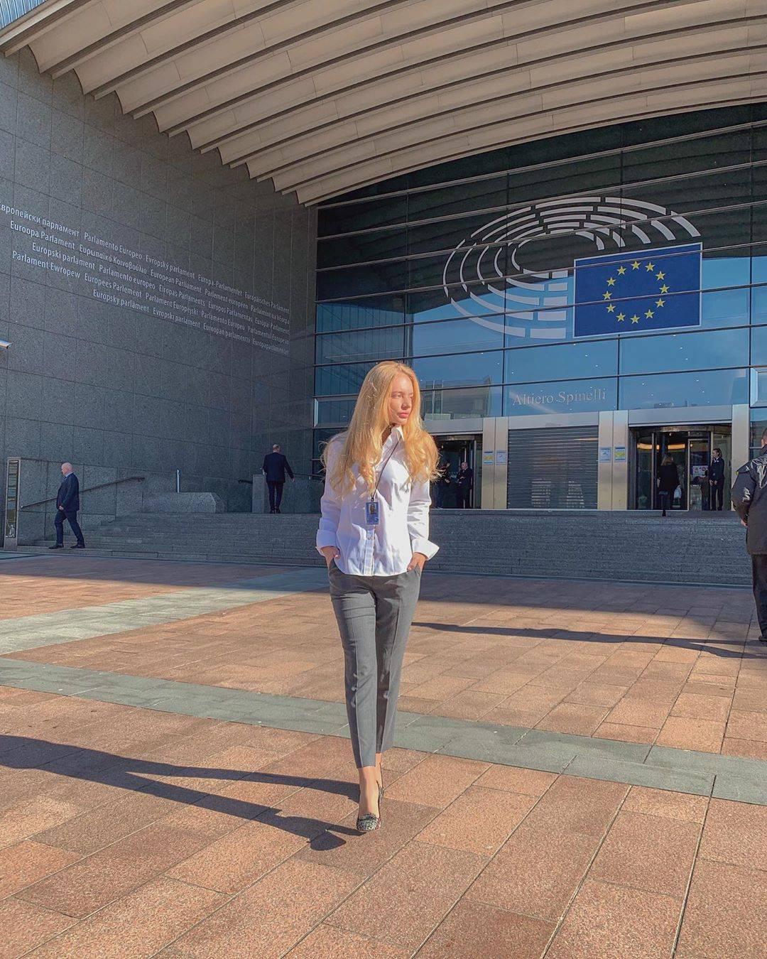 Вечером 26 августа Лиза Пескова подтвердила РБК достоверность сведений о создании ООО `Лиза и Саша`: `Да, мы с Сашей занимаемся совместным брендом.
