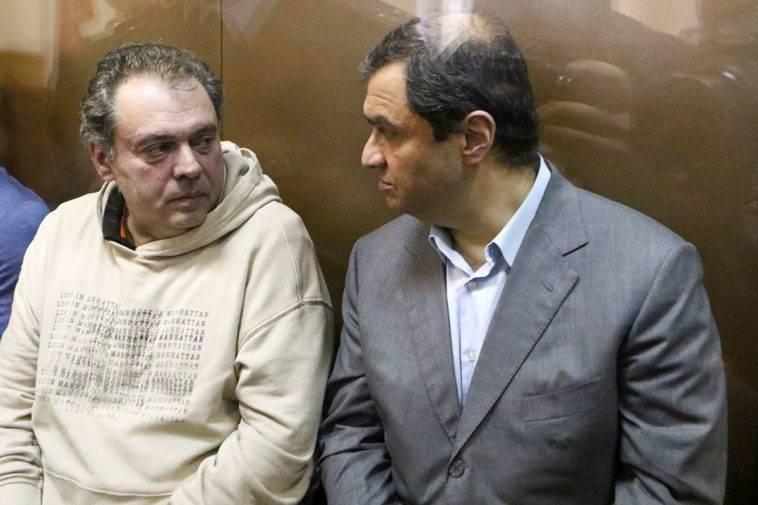 Однако силовики продолжили копать. И в мае 2018 года Мазо стал фигурантом нового уголовного дела, среди подельников – те же Пирумов и Колесников.