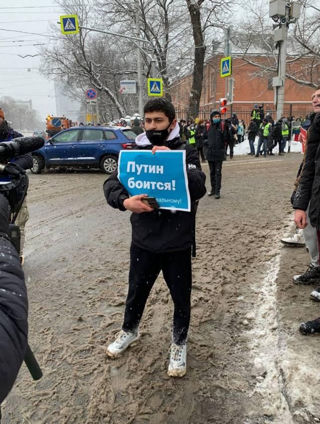 Тем временем Фонд борьбы с коррупцией (ФБК)* Навального призвал нового президента США Джо Байдена ввести санкции против тридцати пяти граждан РФ.