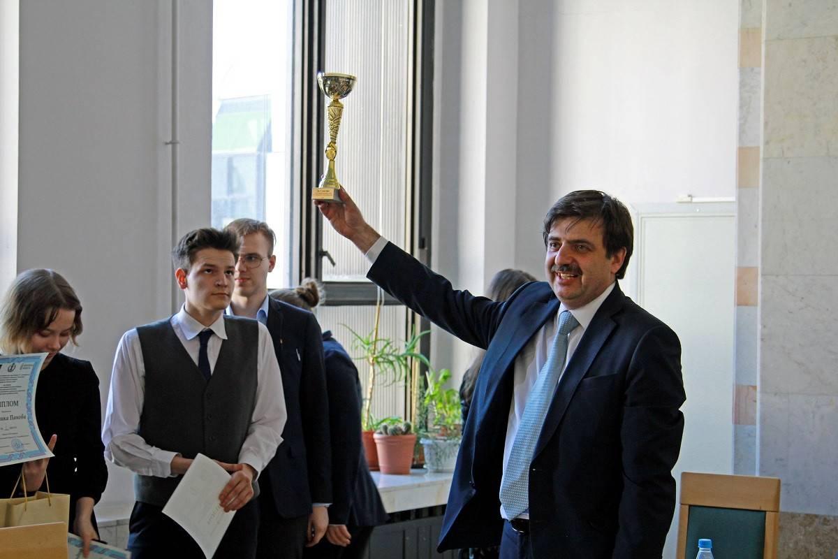 Мельконьянц Григорий Аркадьевич – лауреат Премии МХГ за успехи в развитии и управлении правозащитными организациями.