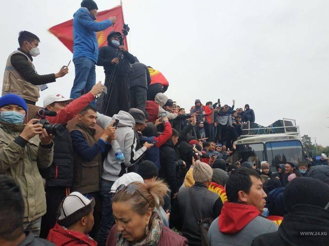 `Как события в Киргизии повлияют на отношения с Россией, зависит прежде всего от тех сил, которые будут контролировать ситуацию в горной республике.
