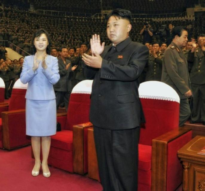 Ким Чен Ыннаградил разработчиков новоиспеченной ракеты сборником собственных цитат