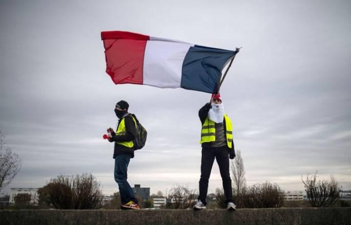 Эдуард Лимонов: Французы свалят Макрона