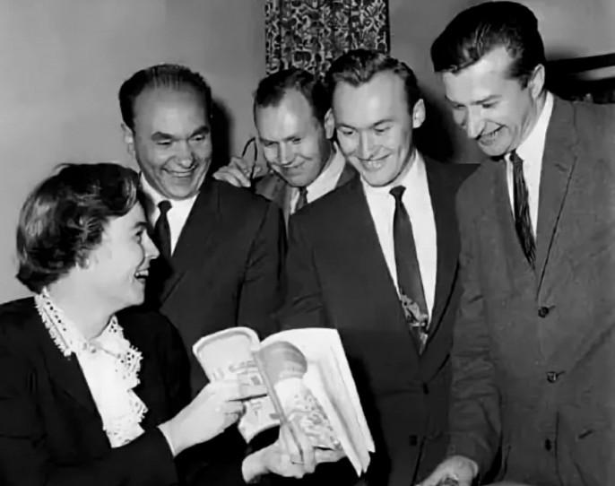 В 1958 году 18 советских граждан прибыли на стажировку в США по студенческому обмену. Некоторые из них действительно были студентами, но большая часть стажёров была сотрудниками КГБ СССР или ГРУ Генштаба МО СССР.