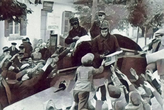 """Россия опять """"не заметила"""" годовщину Освободительного похода Красной Армии"""