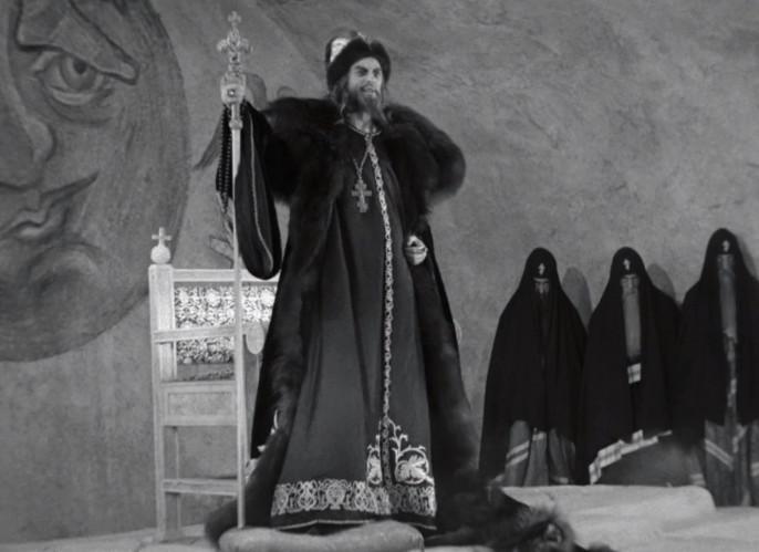 «Отныне буду таким, каким меня нарицаете. Грозным буду!» Кадр из фильма Сергея Эйзенштейна «Иван Грозный». 1944