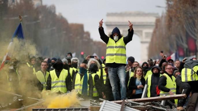 Эдуард Лимонов: Жёлтые жилеты, пора побеждать!