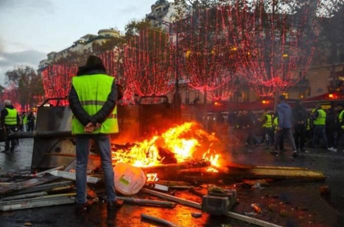 Эдуард Лимонов: СМИ и интеллигенция - враги народных движений