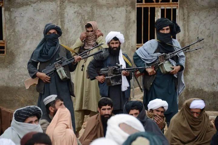 Афганские душманы любят и умеют вести партизанскую войну. Они пользуются поддержкой некоторых местных жителей и создают эффективную агентурную сеть — все планируемые действия противника талибы знают заранее. Таким образом они совершают свои вылазки и успевают скрыться до прихода основных сил американцев.