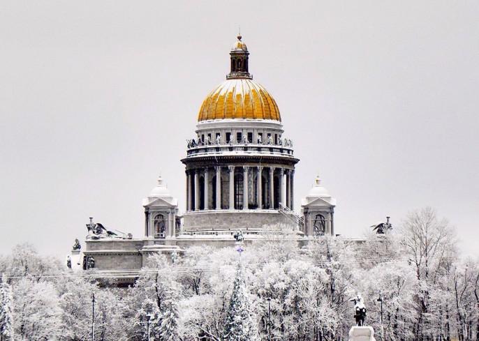 Петербургские народные избранники подрались из-за Исаакиевского храма